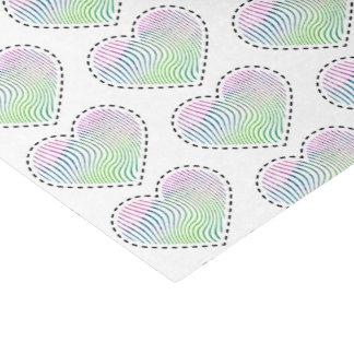 Gestreiftes Herz des Aquarells mit ausgestrichener Seidenpapier