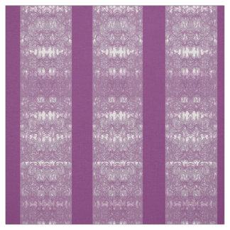 gestrichener violetter Stoff