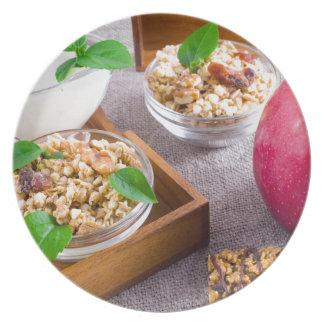 Gesunde Nahrungsmittel zum Frühstück Teller