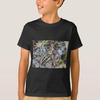 Getarnte Heuschrecke T-Shirt