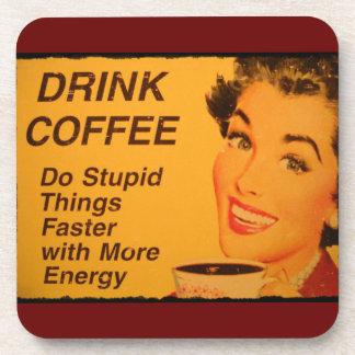 Getränk-Kaffee tun dumme Sachen schneller mit Ener Getränke Untersetzer