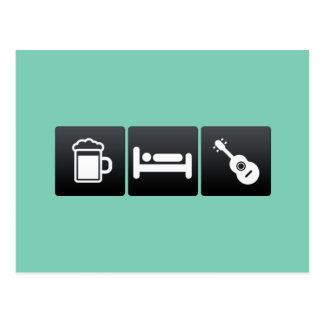 Getränk, Schlaf und Ukuleles Postkarte