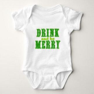 Getränk und ist fröhlich baby strampler
