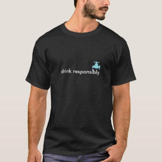 Getränk verantwortlich (mit Wasserhahn) T-Shirt