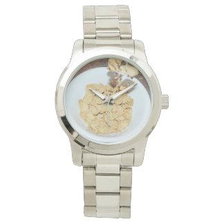 Getreide blättert zum Frühstück ab, Armbanduhr