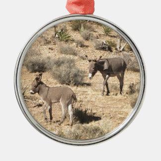 Getrennt durch Grenzen Rundes Silberfarbenes Ornament