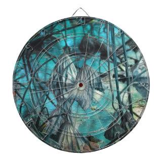 getrocknete Wasserlilie und Reflexion auf See im Dartscheibe