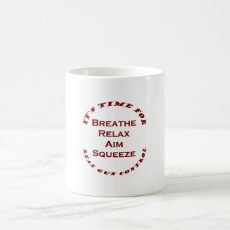 Gewehr-Kontrolle Kaffeetasse