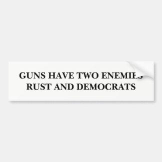 Gewehre haben zwei Feinde Autoaufkleber