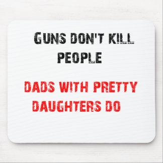 Gewehre töten nicht Leute. Für Vatis mit Töchtern Mousepads