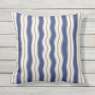 Gewellte blaue und weiße Streifen Kissen
