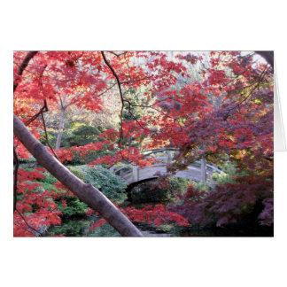 Gewölbte Brücke im japanischen Garten, Herbst Karte