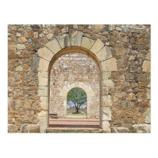 Gewölbte Türen am alten Fort Postkarte