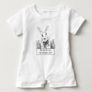 GINNY PERLE FÜR BABY weißes Kaninchen in Eile Baby Strampler