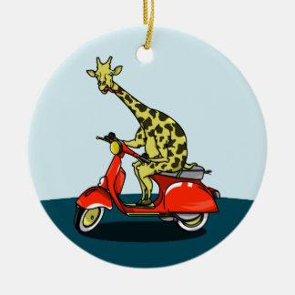 Giraffe auf einem Vintagen Roller Rundes Keramik Ornament