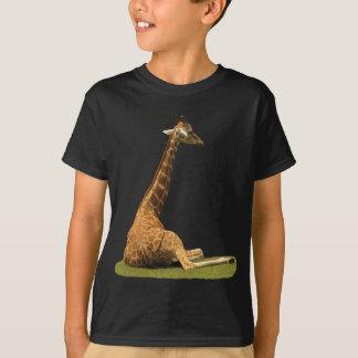 Giraffe auf Gras T-Shirt