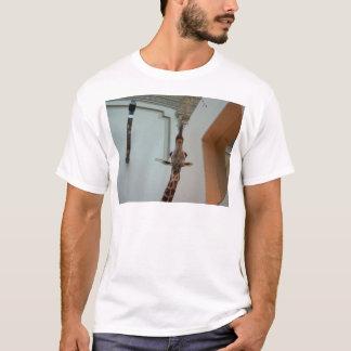 Giraffe, glücklicher als Marius; Modell 1 T-Shirt