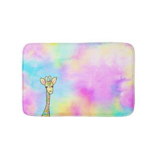 Giraffe im Regenbogen Badematte