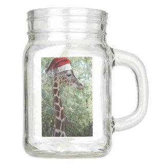 Giraffe mit einem Weihnachtsmann-Hut an Einmachglas