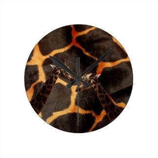 Giraffen auf exotischem Giraffen-Hintergrund, Runde Wanduhr