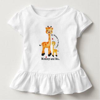 Giraffen-Mama und Kalb Kleinkind T-shirt