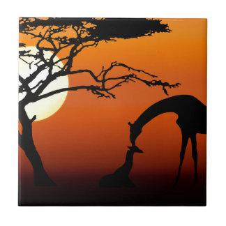 Giraffen-Mutter und Baby im afrikanischen Fliese