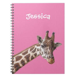 Giraffen-Porträt auf rosa Girly Namen Notizbuch