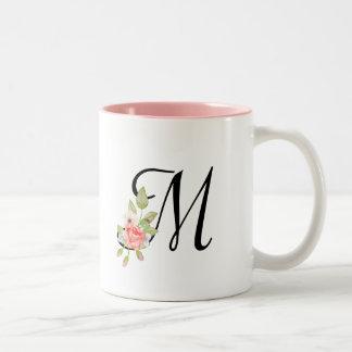 Girly PastellAquarell-Blumenmonogramm Zweifarbige Tasse
