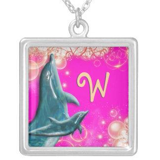 Girly Rosa des Delphinmonogramms Halskette Mit Quadratischem Anhänger