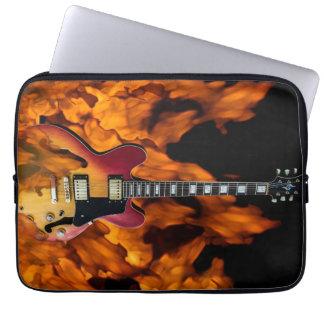Gitarre auf Feuer Computer Schutzhüllen