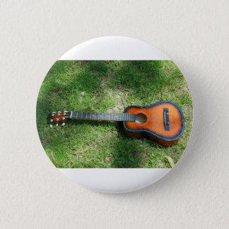 Gitarre auf Gras Runder Button 5,1 Cm