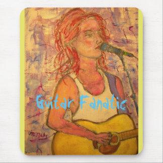 Gitarren-Fanatiker-Mädchen Mousepad