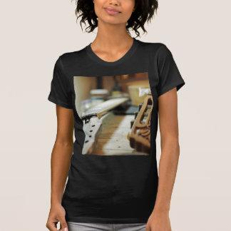 Gitarrengriffe, die flachen dof reparieren T-Shirt