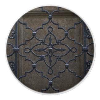 GitterVintages Architekturmetalldeta des Keramikknauf