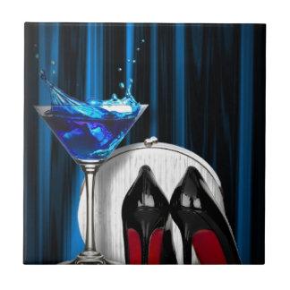 Glamourmartini-Cocktail-Party-Mädchen stilletos Fliese