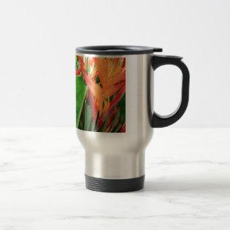Glänzende Heliconia tropische Blumen Reisebecher