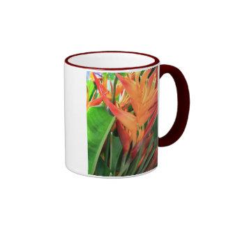 Glänzende Heliconia tropische Blumen Ringer Tasse