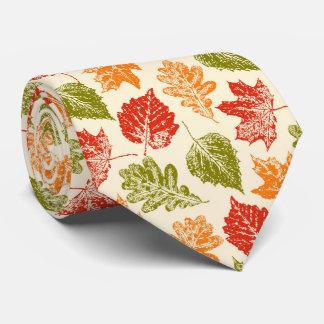 Glänzende Herbstatmosphäre mit Herbstlaub Krawatte