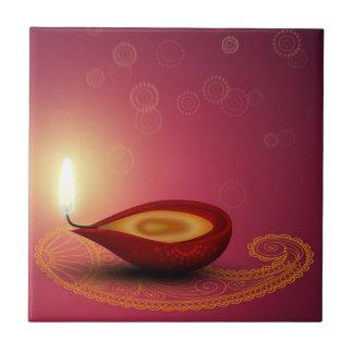 Glänzendes glückliches Diwali Diya - Fliese