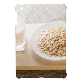 Glas von Milch und von Platte der iPad Mini Hülle