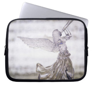 Glasengel, der Trompete und Bild des Blattes Laptop Sleeve Schutzhülle