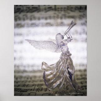 Glasengel, der Trompete und Bild des Blattes Poster