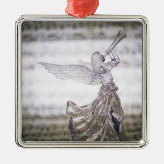 Glasengel, der Trompete und Bild des Blattes Quadratisches Silberfarbenes Ornament