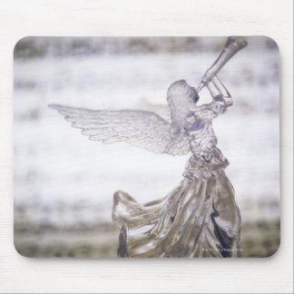 Glasengel, der Trompete und Bild des Blattes spiel Mousepad