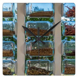 Glasgewürz rüttelt quadratische Wanduhr