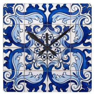 Glasig-glänzende Fliesen-Portugiese Azulejo Art Quadratische Wanduhr