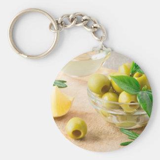 Glasschale mit Grün narbigen Oliven Schlüsselanhänger