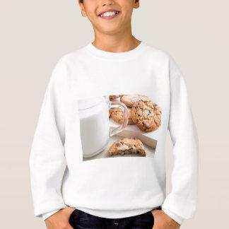 Glasschale mit Milch- und Hafermehlplätzchen Sweatshirt