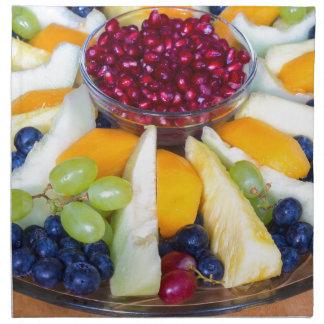 Glasskala voll der verschiedenen frischen Früchte Serviette