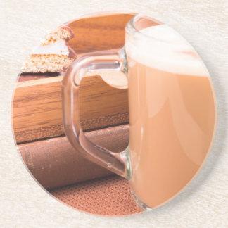 GlasTasse mit heißer Schokolade und Keksen Sandstein Untersetzer